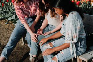 three ladies praying